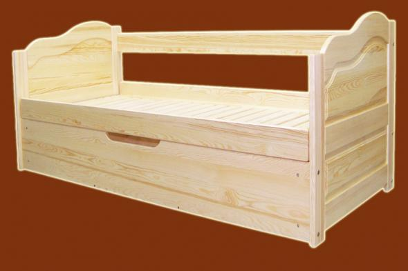 Pušies medienos lova